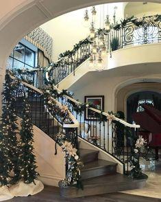Luxury estate, luxury homes, luxury lifestyle, bohemian style bedrooms, . Christmas Staircase Decor, Blue Christmas Decor, Cozy Christmas, Christmas Decorations, Holiday Decor, Father Christmas, Xmas, Casa Da Kris Jenner, Luxury Estate