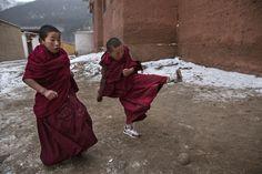 Viajes Tibet China: El baño de sol del Buda gigante | El Viajero | EL PAÍS