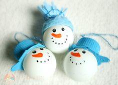 Bałwanki z piłeczek pingpongowych - ozdoby na choinkę dla dzieci