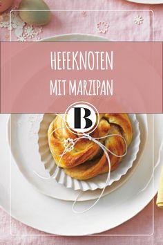 Dieser Hefeknoten mit Marzipan ist perfekt für Ostern! Marzipan, Brunch, Almond Paste, Pancakes, Breakfast, Butter, Food, Morning Coffee, Essen