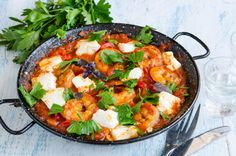 Creveti saganaki Kuching, Fish And Seafood, Paella, Curry, Toast, Cooking Recipes, Breakfast, Healthy, Ethnic Recipes