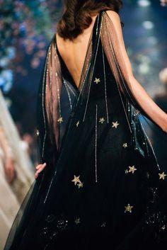Runway Fashion, High Fashion, Womens Fashion, Disney Fashion, Luxury Fashion, 70s Fashion, Queen Fashion, Fashion Black, Fashion Vintage