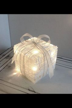Christmas decoration - lights made ​​from yarn and glue Beaded Christmas Ornaments, Noel Christmas, All Things Christmas, White Christmas, Christmas Crafts, Decorating With Christmas Lights, Christmas Decorations, Hobbies And Crafts, Diy And Crafts