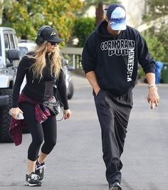 Josh Duhamel is fan of our scenery hats. He wears the 'Blue Mountains' style while hiking with Fergie