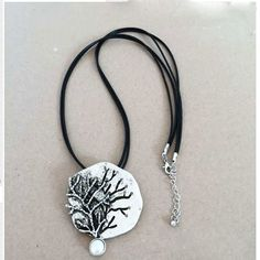 Elegant Freshwater Pearl Wisdom Tree Alloy Pendant Necklace Cute Free Wearing Black Leather Necklace For Women Pendietes Bijous. Yesterday's price: US $6.99 (5.67 EUR). Today's price: US $4.40 (3.57 EUR). Discount: 37%.