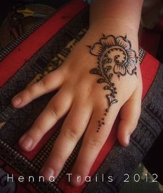 morrocan hand henna tattoos, almost like the one we do at work, but prettier