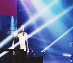 Harry at the concert last night (gif)