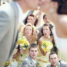 Ahh engraçadinhos rsrsrs #precasamento #sitedecasamento #bride #groom #wedding #instawedding #engaged #love #casamento #noiva #noivo #noivos #luademel #noivado #casamentotop #vestidodenoiva #penteadodenoiva #madrinhadecasamento #pedidodecasamento #chadelingerie #chadecozinha #aneldenoivado #bridestyle #eudissesim #festadecasamento #voucasar #padrinhos #bridezilla #casamento2016 #casamento2017