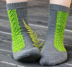 Free Knitting Pattern for Villiviini Socks - Cuff down socks with a striking lace panel knit with intarsia in the round. Designed by Tiina Kuu. Available in English, Finnish, and French Crochet Socks, Knitting Socks, Free Knitting, Summer Knitting Projects, Fingering Yarn, Loom Knitting Patterns, Patterned Socks, Knitting Accessories, Women Accessories