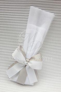 Μπομπονιέρα γάμου με διπλά φιογκάκια Wedding Favors, Wedding Planner, Decor, Wedding Keepsakes, Wedding Planer, Decoration, Decorating, Favors, Wedding Planners