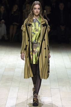 Burberry Fall 2016 Ready-to-Wear Collection Photos - Vogue #Burberry  #fashion  #Koshchenets