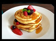 Quick & Easy Pancakes with Mixed Berries & Golden Syrup Pancakes Easy, Golden Syrup, Mixed Berries, Snacks, Breakfast, Desserts, Food, Projects, Breakfast Cafe