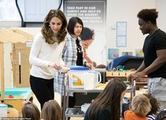 Duchess Kate: Kate Serves Breakfast At Stockwell Gardens Nursery Duchess Kate, Duke And Duchess, Duchess Of Cambridge, Princess Mary, Princess Charlotte, Chef Academy, Little Girl Pictures, Garden Nursery, Kate Middleton Style