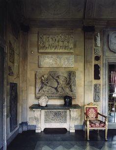 Simon Watson / Interiors / Roberto Peregalli Milan W Classic Interior, Luxury Interior, Interior And Exterior, Console Table Living Room, Modern Console Tables, Decoration, Art Decor, World Of Interiors, House Interiors