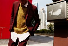 Models Hamid Onifade and Adrien Sahores pose in autumn tones for Spanish brand Zara Man. The new collection brings warmth to the heart and retro style back in… Latest Looks For Men, Retro Fashion, Mens Fashion, Fashion Trends, Khaki Jeans, La Mode Masculine, Zara Man, Poses, Latest Outfits