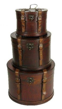 This would make an awesome cake and wouldn't be too expensive. Think about it with each layer being a different color of hatbox, although I love the brown color. Brown luggage or steampunk wedding cake? Vintage Suitcases, Vintage Luggage, Vintage Trunks, Antique Trunks, Vintage Chest, Vintage Travel, Vintage Antiques, Vintage Items, Antique Items