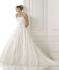 Classic+Strapless+Chapel+Train+Organza+A+Line+Wedding+Dress+Apr0079