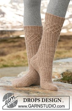 "(knee socks with cables at the top) Ravelry: Socks with cables and rib in ""Alpaca"" pattern by DROPS design Crochet Socks, Knitted Slippers, Knitting Socks, Knit Crochet, Knitting Patterns Free, Free Knitting, Free Pattern, Magazine Drops, Stockings"