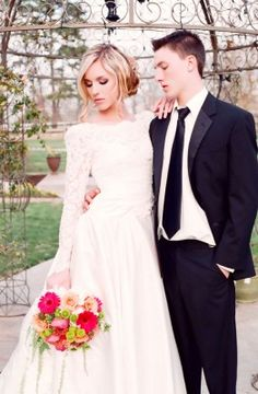 Long Sleeve Vintage Wedding Dress | Photography by Gema on @StorybrdWedding