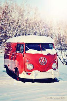 Santa Bus! Barn-door VW splittie  :-{b>