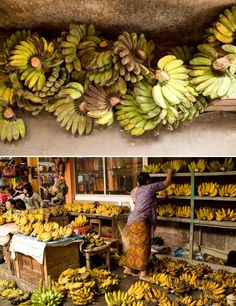 Bananas in the markets of Java and Bali