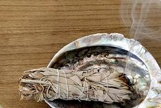 SAUGE BLANCHE Purification   Rituel de purification Maison & Cristaux Sweat Lodge, Sage Smudging, White Sage Smudge, Good Spirits, Abalone Shell, Objects, Insect Repellent, Resins, Native Americans