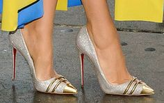 """Blake Lively Puts on a Fashion Parade in 3 Christian Louboutin Pumps for """"Good Morning America"""""""