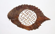 Lorenzo Duran's Intricate Leaf ArtSpanish artist Lorenzo Duran cuts away at leaves with surgical precision to create detailed landscapes, intricate symbols, and a variety of other images. Description from pinterest.com. I searched for this on bing.com/images