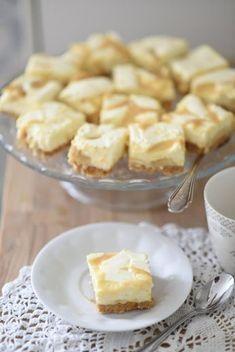 Kodin Kuvalehti – Blogit | Ruususuu ja Huvikumpu – Maailman paras suolakinuski-juustokakku valmistuu helposti. Suolakinuski valmistuu kondensoidusta maidosta mikrossa nopeasti Finnish Recipes, Sweet Little Things, Pastry Cake, Something Sweet, Yummy Cakes, No Bake Cake, Sweet Recipes, Cupcake Cakes, Food Porn