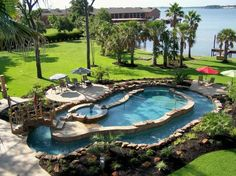 Pool, lazy river, hot tub, waterfront, amazing garden An ideal swimming pool with rock landscaping and the lazy river is most awesome!