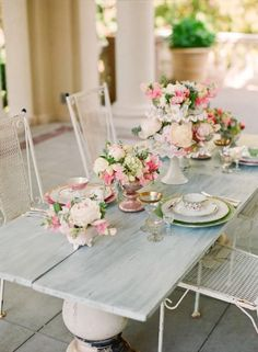 from shabby chic mania a simply beautiful table setting.
