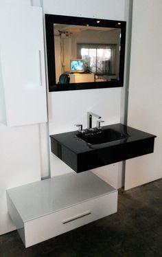 Arquivetro.com.ar Mueble QUBO laqueado copuesto por mesada de vidrio y espejo color negro o rojo, una cajonera suspendida y anaquel