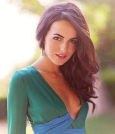 Camilla Belle looks so stylish with a back-teased wavy hairstyle in this picture. Description from prettydesigns.com. I searched for this on bing.com/images