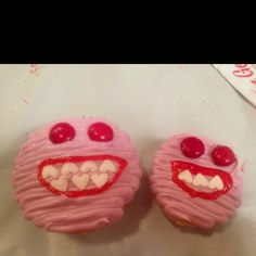 Valentines Cupcakes - if my 8 years old son were to make cupcakes, this is what he would choose! LOVE IT!!! not too cutesy!