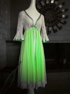 Couture Quality Vintage 60s Peignoir Night Gown by elliemayhems, $89.00 Vintage Outfits, Vintage Fashion, Vintage Style, Vintage Nightgown, Full Circle Skirts, Green Satin, Vintage Lingerie, Night Gown, My Outfit