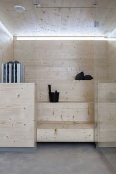 like the light wood color sauna Scandinavian Saunas, Modern Saunas, Interior Exterior, Interior Design, Sauna Design, Outdoor Sauna, Finnish Sauna, Sauna Room, Steam Room