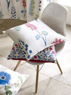 Floral Bazaar from the Papavera collection by @SandersonFW. Available at Rodgers of York #Interiors