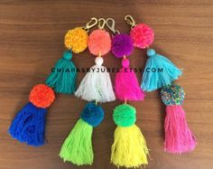 handmade pom pom and tassels keychain  / colorful bag accessories / boho handmade pom poms / hippie fashion complements / llavero pompom
