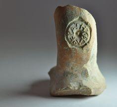 Anfora greca, III secolo a.C. Bollo sul manico di anfora greca. Collezione privata