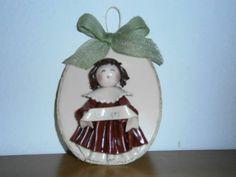 """Targhetta natalizia benaugurale realizzata in pasta gabrylea. Creazione di Paola di """"Frugando in soffitta""""."""