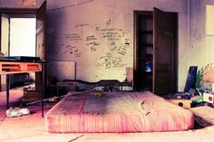 20 Punk Rock Bedroom Ideas