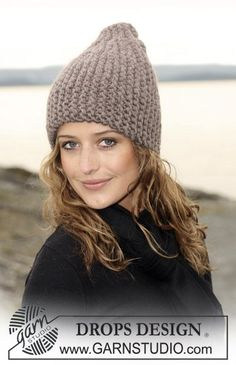 """Knitted DROPS hat in 2 threads """"Eskimo"""", worked from side to side. Yarn alternative 1 thread """"Polaris"""". ~ DROPS Design"""