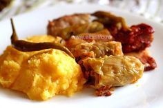 Sarmale in foi de varza cu afumatura si mamaliga - Stuffed cabbage with smoked meat and polenta Cooked Pork Recipes, My Recipes, Bistro Food, Pickled Cabbage, Good Food, Yummy Food, How To Cook Pork, Romanian Food, Smoking Meat
