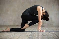 Abnehmen durch Yoga ist gesund, effektiv und perfekt für zuhause. Hier zeigen wir dir die 8 besten Yoga Übungen zum Abnehmen und erklären dir, warum diese Asanas den Fettabbau fördern. Fitness Workouts, Yoga Fitness, Health Fitness, Minka, Yin Yoga, Yoga Routine, Asana, Pilates, Healthy Lifestyle