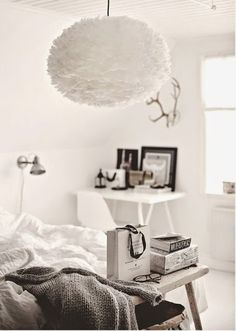 DIY: Lámparas de plumas | Decorar tu casa es facilisimo.com