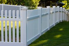 Coming up with backyard landscape ideas is not always easy. Did you spend weeks picking out the current color for your house and landscaping your front yard, Brick Fence, Front Yard Fence, Dog Fence, Backyard Fences, Backyard Landscaping, Landscaping Design, White Picket Fence, White Fence, Easy Fence