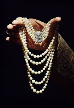 British Royal Jewels - Princess Margaret's Pearl and Diamond Necklace This 5 row of pearls and diamonds necklace was given as a birthday present to Princess Margaret by her grand mother, Queen Mary,. Royal Jewelry, Pearl Jewelry, Antique Jewelry, Jewelery, Vintage Jewelry, Fine Jewelry, Jewelry Art, Jewelry 2014, Vintage Pearls