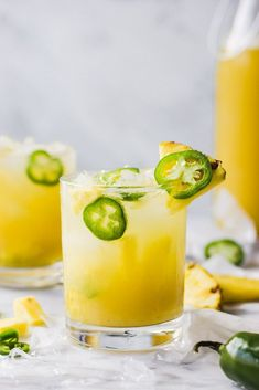 Jalapeno Smash Pineapple Jalapeño Smash - An easy summer cocktail - the perfect combination of sweet and spicy!Pineapple Jalapeño Smash - An easy summer cocktail - the perfect combination of sweet and spicy! Cocktails Bar, Refreshing Summer Cocktails, Summer Drinks, Cocktail Drinks, Cocktail Recipes, Easy Vodka Cocktails, Craft Cocktails, Pina Colada, Pineapple Cocktail
