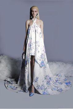 Fashion 2020, Runway Fashion, High Fashion, Fashion Show, Fashion Design, Women's Fashion, Fashion Trends, Long Evening Gowns, Georges Hobeika