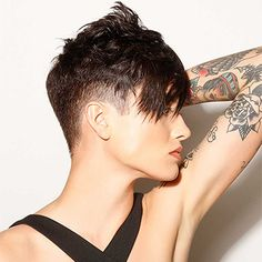 Today's pixie haircuts tends to be edgy and soft with undercut at the neck, sides and longer layers on top in contrasting colors. They look astonishing from sides! Creative Hairstyles, Funky Hairstyles, Hairstyles Haircuts, Pixie Haircuts, Shaved Hairstyles, Girl Short Hair, Short Hair Cuts For Women, Short Hair Styles, Shaved Hair Cuts